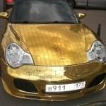 Шик по-русски: Porsche 911, покрытый золотыми пластинами