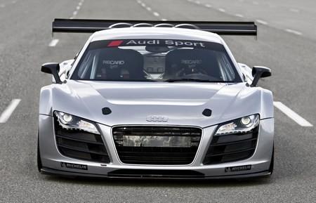 Audi R8 стал заднеприводным