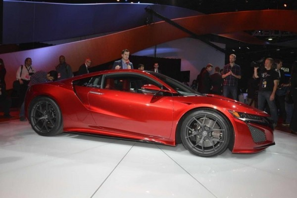 Acura представила серийный суперкар