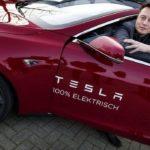 Основатель компании Tesla считает, что людям запретят водить автомобили.