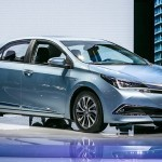 Toyota представила в Шанхае гибридную версию Corolla