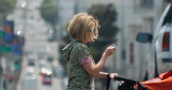 пешеходам запретили говорить по телефону