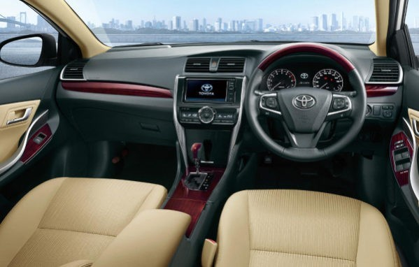 Toyota Allion 2016–2017 фото салона